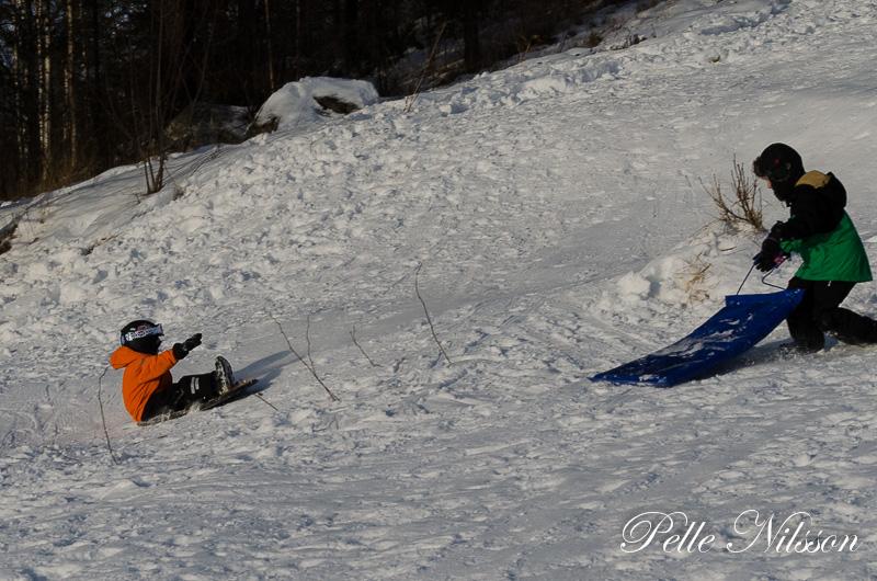 Alla åldrar har kul i snön Foto: Pelle Nilsson / Ljungandalen.info