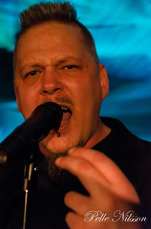 Fredrik Näslund Frontman i Gunstruck Foto Pelle Nilsson Ljungandalen.info