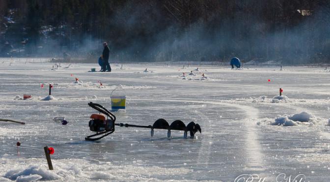 Strålande angling på munkbysjöns is