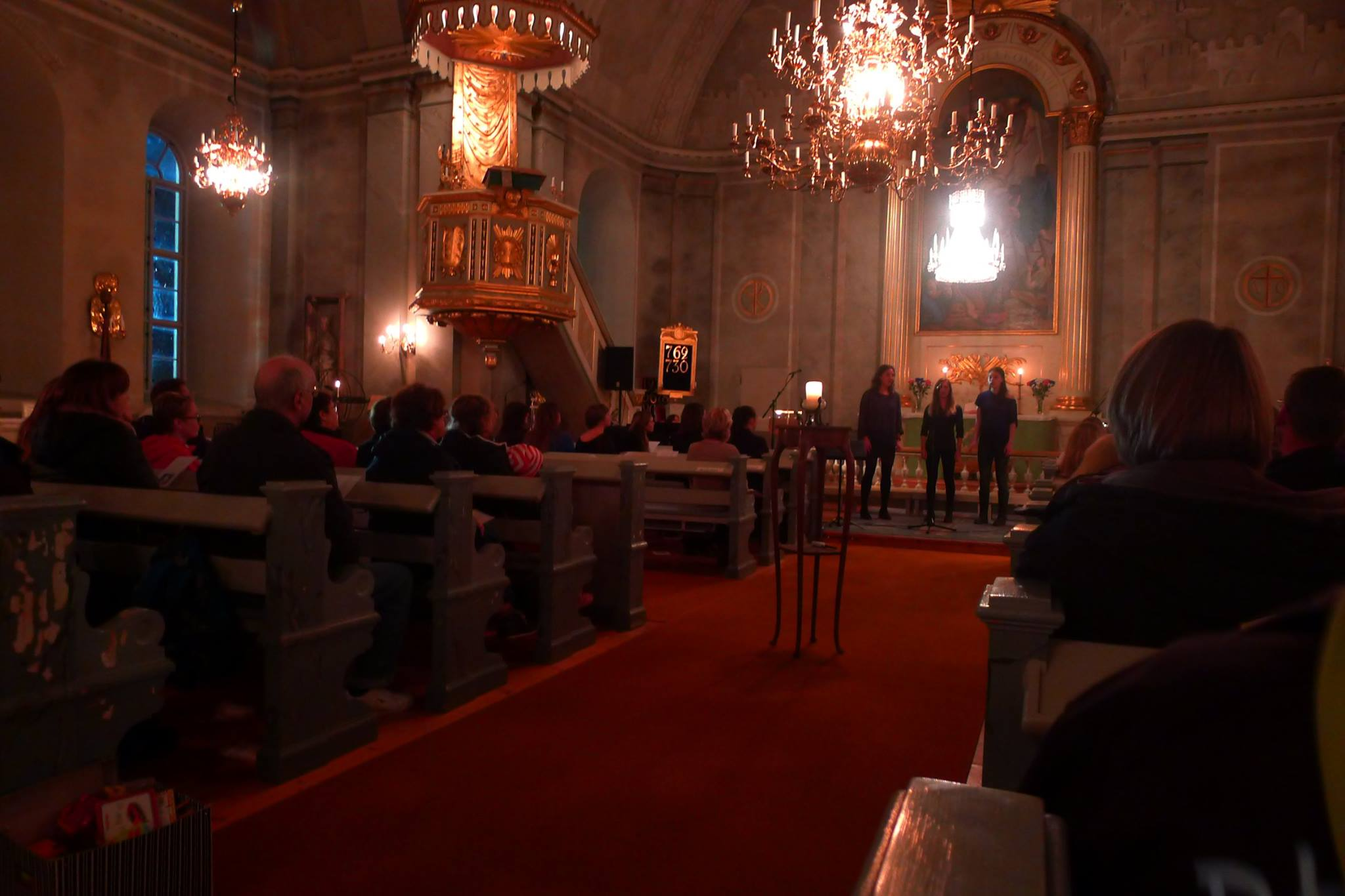 Uppträdande i kyrkan Foto: Linnea Ericsson