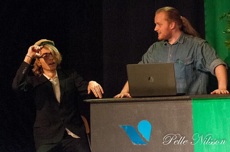 Nybakad student hos arbetsförmedlaren i Ånge köpcentrum, Foto: Pelle Nilsson http://Ljungandalen.info