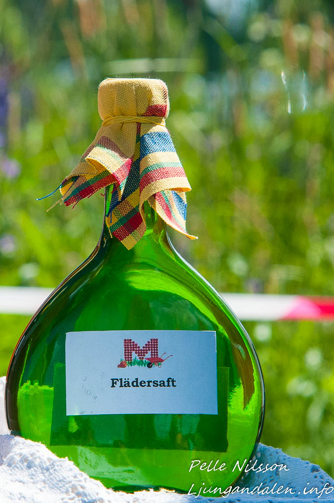 Flädersaft i fin flaska på Kälens medeltidsmarknad Foto: Pelle Nilsson / Ljungandalen.info