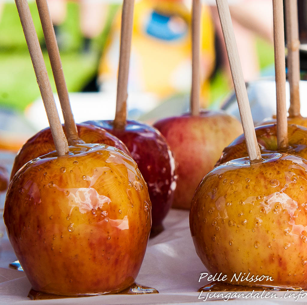 kanderade äpplen på Kälens medeltidsmarknad Foto: Pelle Nilsson / Ljungandalen.info