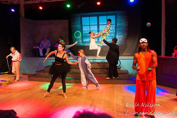 Sommarteater En Ökensaga, Nu befinner vi oss på Cirkus Foto: Pelle Nilsson