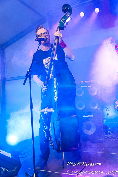 Sundsvall Rockabilly Allstars Underhöll på Fredagen på Sundsvall Pride. FOTO: Pelle Nilsson / Ljungandalen.info